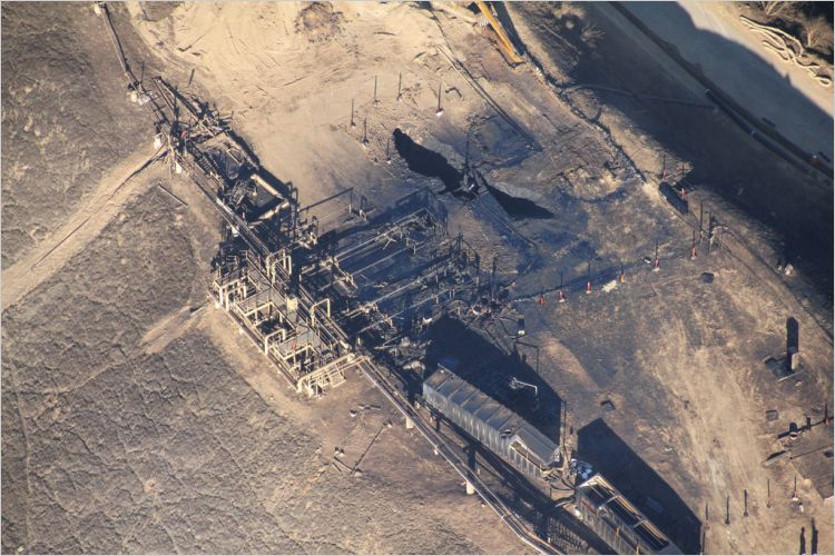The leaking Aliso Canyon well pad in Los Angeles County on December 17, 2015. Source: Pembina Institute; Earthworks.